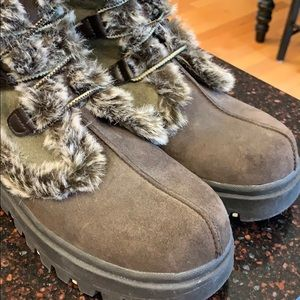 Skechers Shoes - Women's Sketcher boots. Faux fur and suede.